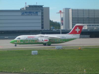 Swiss - schweizerisches Lufthansa-Unternehmen (04062) Foto: ©Carstino Delmonte (2009)