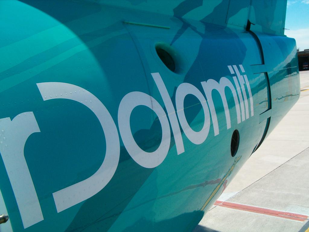 Air Dolomiti - italienisches Lufthansa-Unternehmen (02442) Foto: ©Carstino Delmonte (2006)