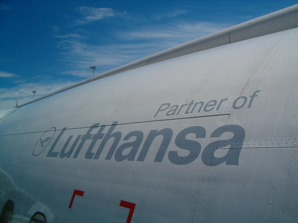 Air Dolomiti - italienisches Lufthansa-Unternehmen (02441) Foto: ©Carstino Delmonte (2006)
