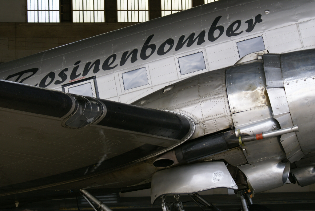 Rosinenbomber - DC 3 in Berlin Tempelhof