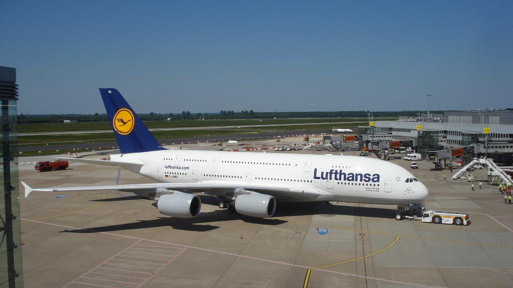 Airbus A 380 Lufthansa - Trainingsflüge über Europa: Stopp in Düsseldorf