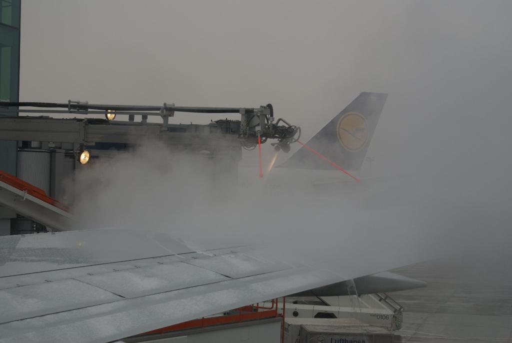 Flugzeug-Enteisung bei Schnee