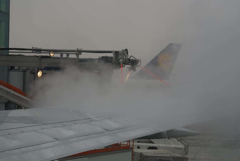 Flugzeug Enteisung bei Kälte