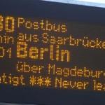 Kostenlos mit Bus und Bahn zur Postbus-Haltestelle am Flughafen