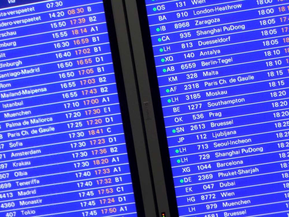 TUIfly streicht alle Flüge für Freitag