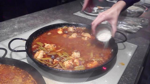 Unterwegs auf Reisen: Wie experimentierfreudig sind Deutsche beim Thema Essen?
