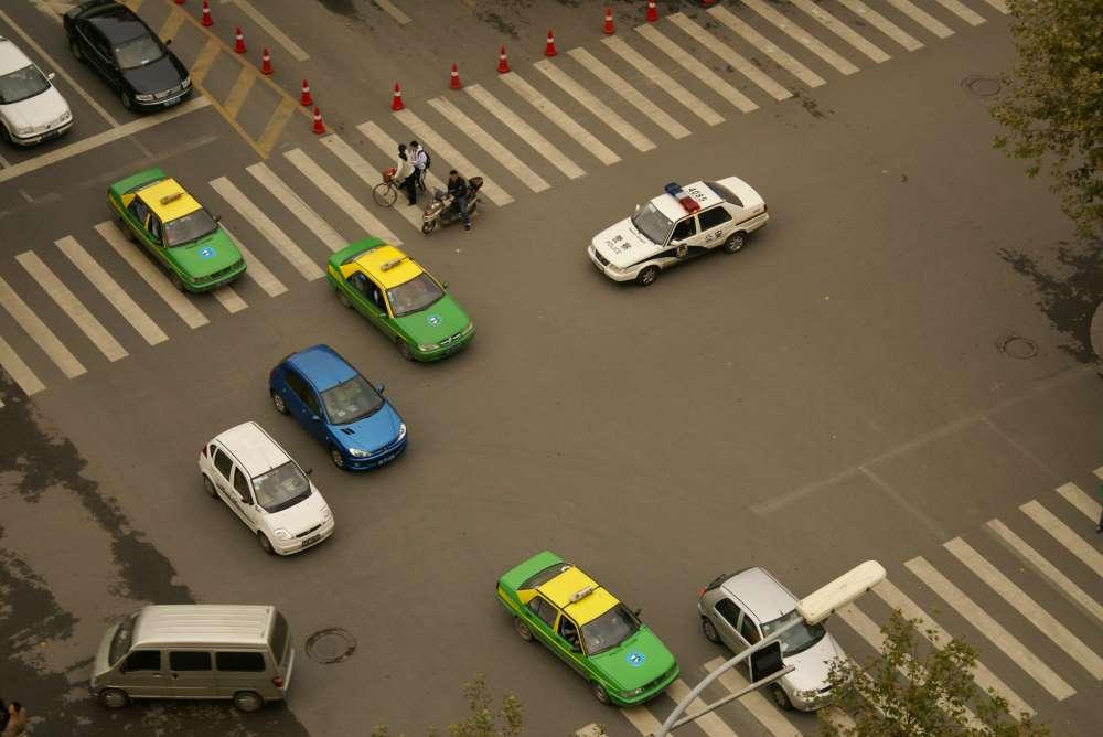 Automatisiertes Fahren: Mischverkehr an Kreuzungen intelligent vernetzen