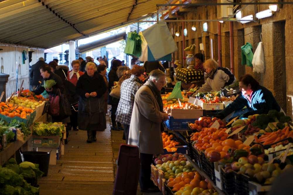 Buntes Markttreiben in Bremen: Die Hansestadt an der Weser lockt mit bunten Märkte in der Stadt