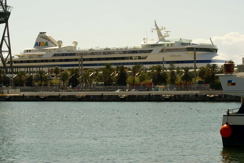Mit Aidanova wird erstmals ein Kreuzfahrtschiff im Mittelmeer mit emissionsarmem Flüssigerdgas (LNG) betankt