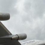 Reifenteile von Lufthansa-Jumbo durchschlagen Tragflächen bei Landung