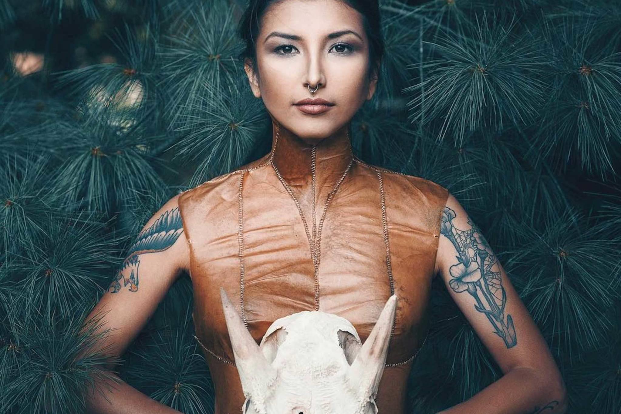 Auf der ersten indigenen Fashion Week in Toronto präsentieren indigene Designer ihre Kreationen