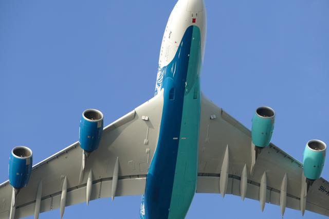 Ein Jet für gewisse Stunden – Ein zweifarbiger A 380 Airbus wird zum Chamäleon der Lüfte