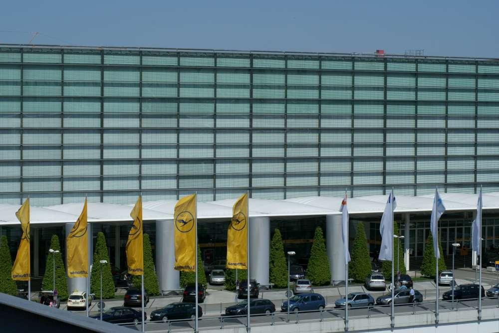Einchecken und gewinnen: Beim OnlineAdventskalender des Münchner Flughafens warten hinter jedem Türchen tolle Flugpreise