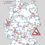 Großes Gedränge auf den Autobahnen Pfingst-, Kurz- und Sommerurlauber treffen aufeinander