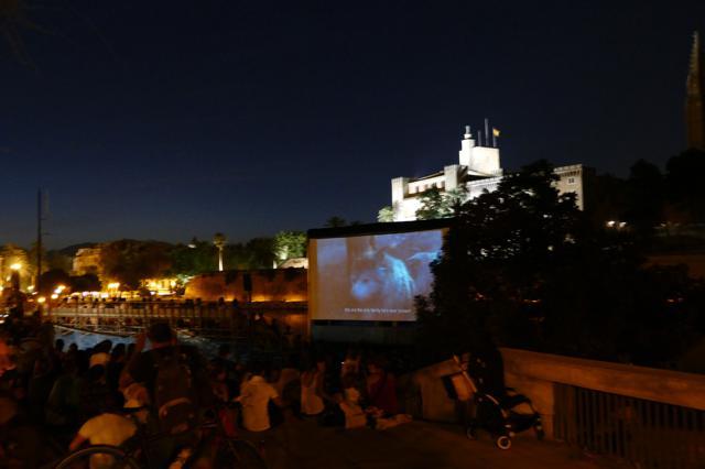"""Gratiskino in Palma: Das Freiluftkino unter der Kathedrale – """"Cinema a la fresca"""""""
